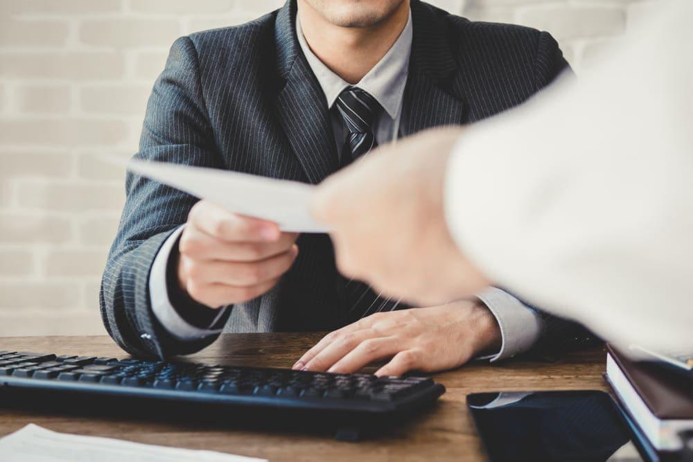 債権回収会社の手数料は回収方法によって異なるが100万円以下の債権なら自分で行なう選択肢も検討すべき